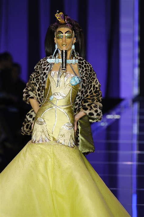 Christian Dior Spring 2004 Runway Pictures - Livingly