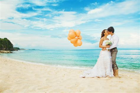 10 intimate destinations for a wedding abroad